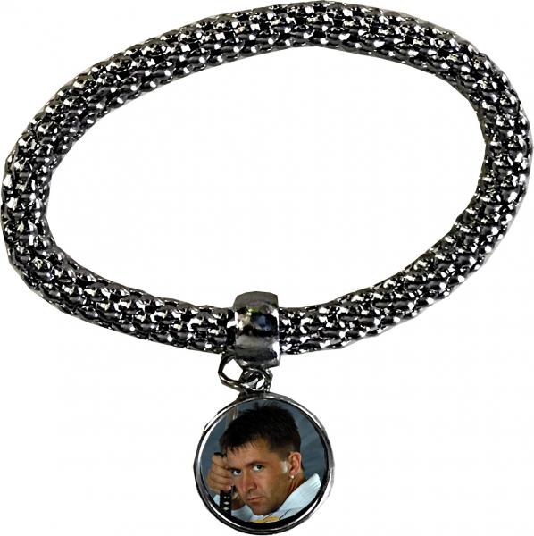 armband aus metall mit anh nger t shirts geschenke. Black Bedroom Furniture Sets. Home Design Ideas
